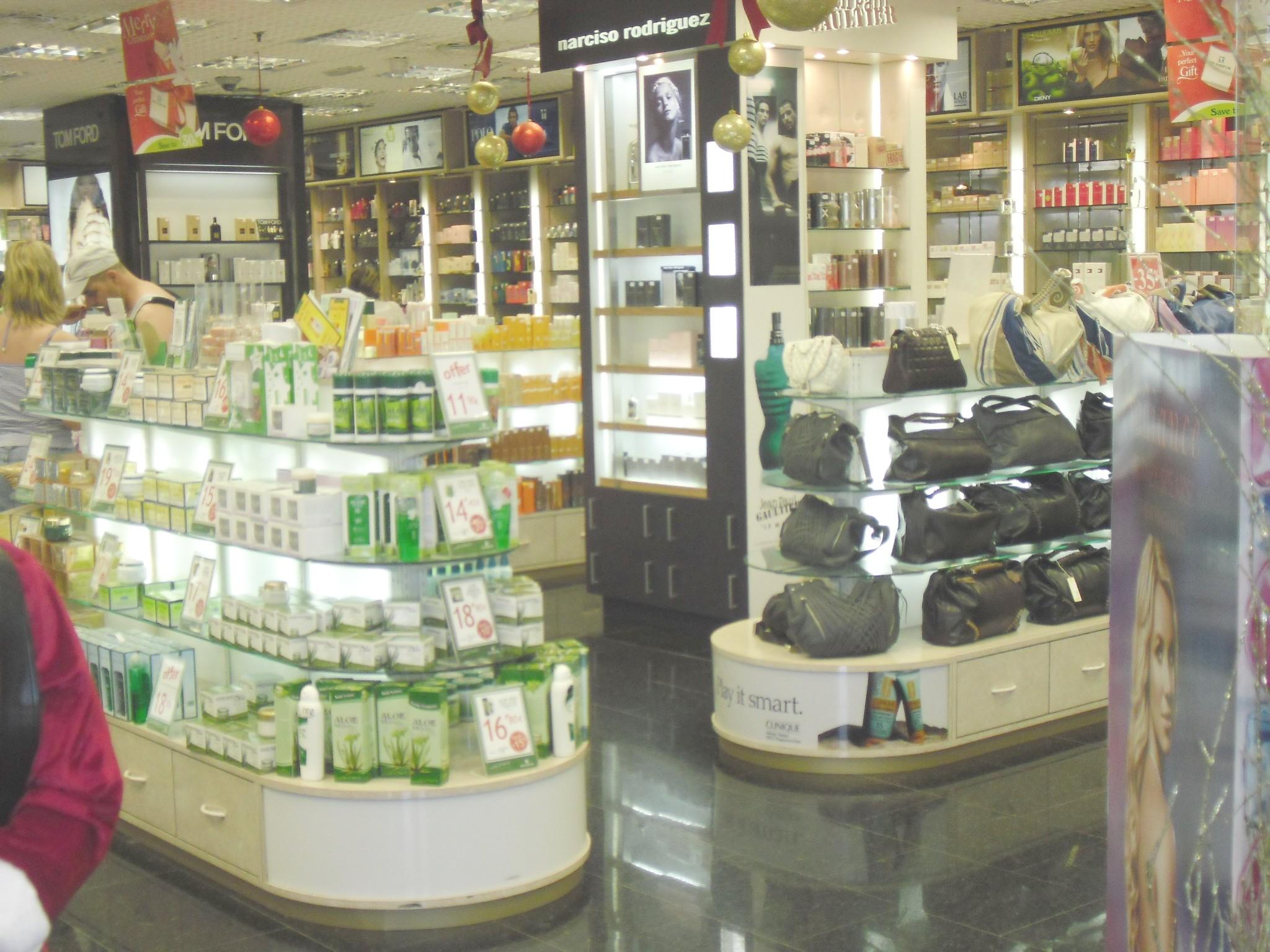 Arredamenti per profumerie compra in fabbrica for Guidi arredamenti san marino