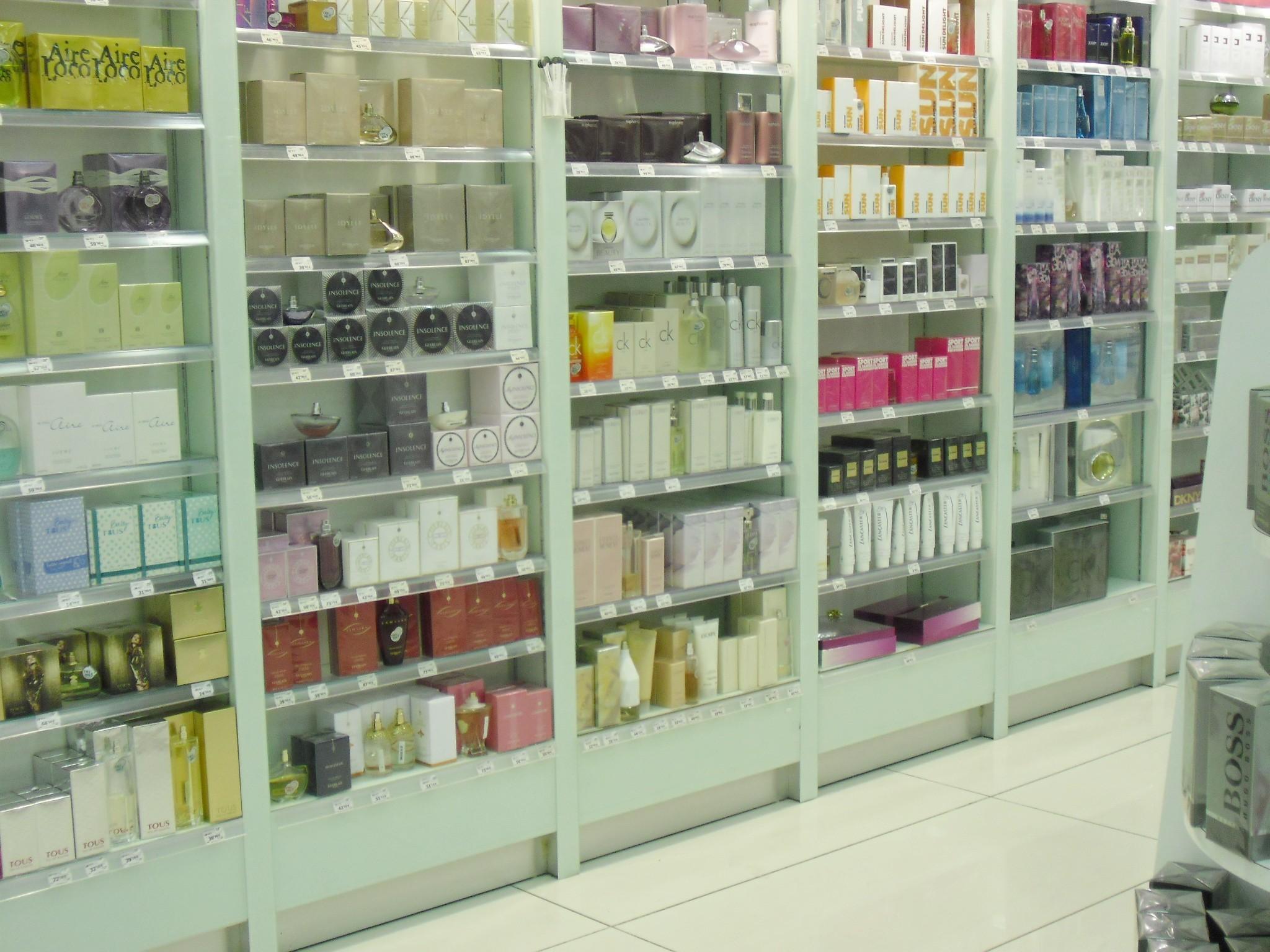 Arredamenti per profumerie compra in fabbrica for Arredamenti potenza